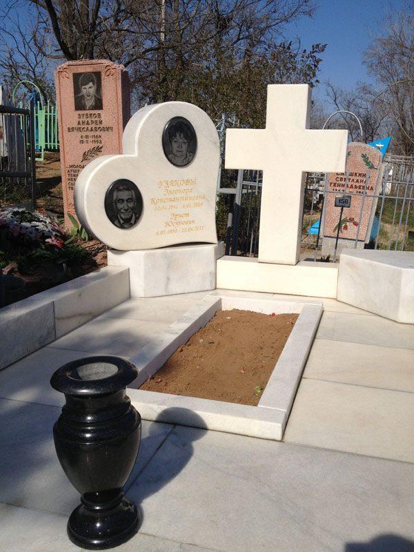 Памятник с сердцем Октябрьск памятник на могилу Ржев