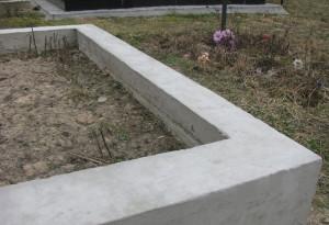 Бетонный цоколь на могиле